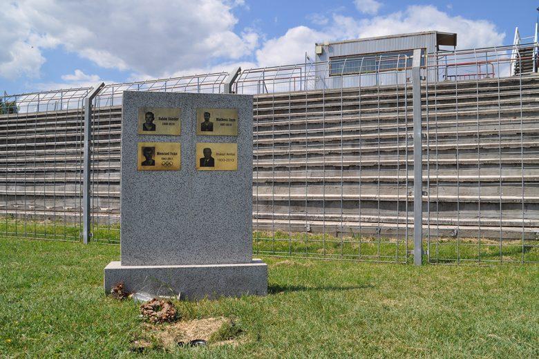 Het monument bij Vasas SC