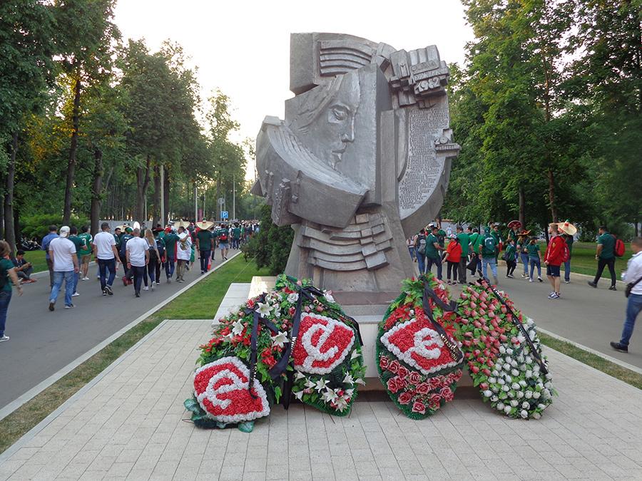 Monument ter nagedachtenis aan de stadionramp tijdens HFC Haarlem - Spartak Moskou