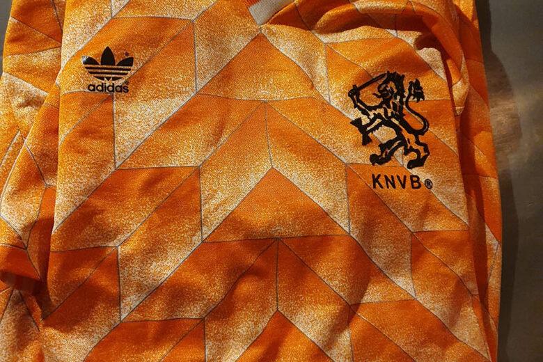 Een grote verzameling Oranje shirts